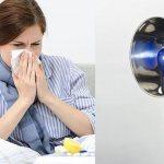 девушка греет нос лампой