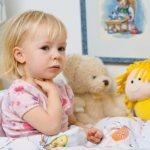 Когда у ребёнка болит горло: чем помочь. Малыш жалуется на больное горло, как определить и обезвредить причину: спреи, ингаляции, таблетки